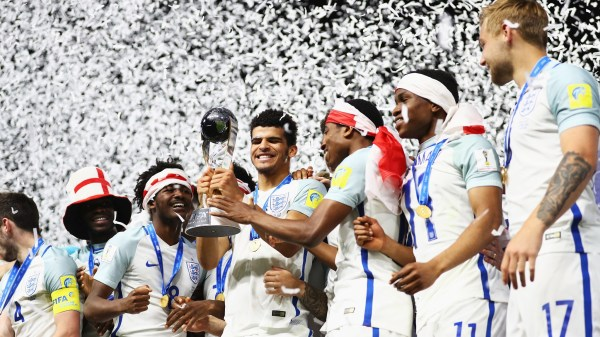 Dominic Solanke lifts the FIFA U-20 World Cup trophy